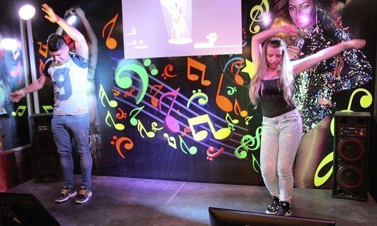 4 escenarios con sonido e iluminación. Karaoke e instrumentos musicales Hotel Magic Cristal Park Benidorm